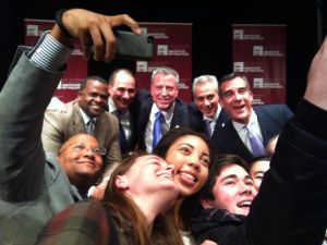 Bill de Blasio and the other big-city mayors take a selfie. (Photo: Twitter/@DailyEdwardian)