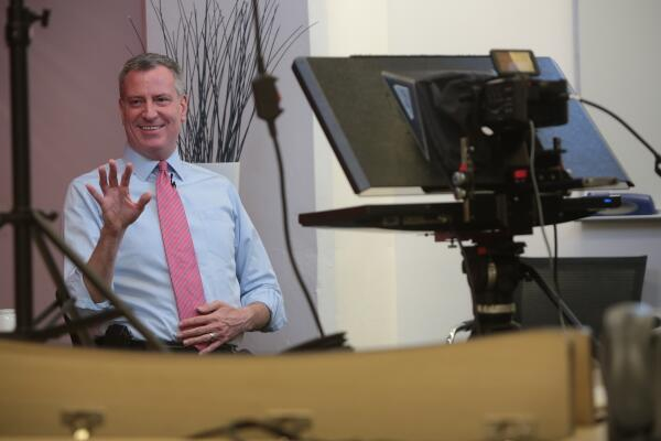Bill de Blasio Uses Google to Hang Out With His Friends