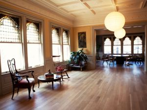 The former ballroom of the Montauk Club, now converted to a living room. (Celeste Solomon/the Observer)