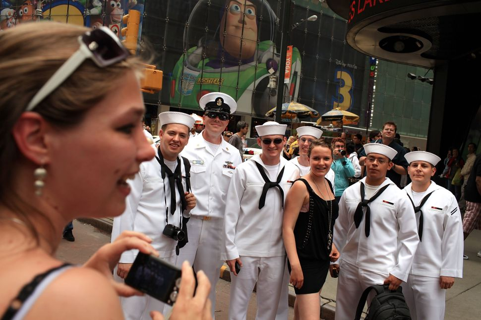 #SelfieWithASailor: Navy Instigates Social Media Flood for Fleet Week