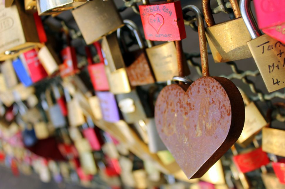 No More Locks of Love! DOT Pleads With Tourists Not to Disfigure Brooklyn Bridge