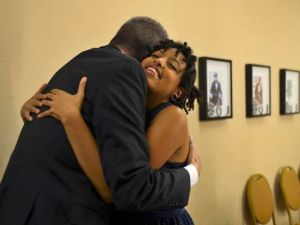 Mayor Bill de Blasio and his daughter, Chiara de Blasio, share a hug. (Photo: Twitter/@BilldeBlasio)
