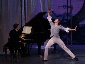 Pianist Cameron Grant and Russell Janzen as Schumann in Balanchine's 'Davidsbündlertänze.' (Photo by Paul Kolnik/© The George Balanchine Trust)