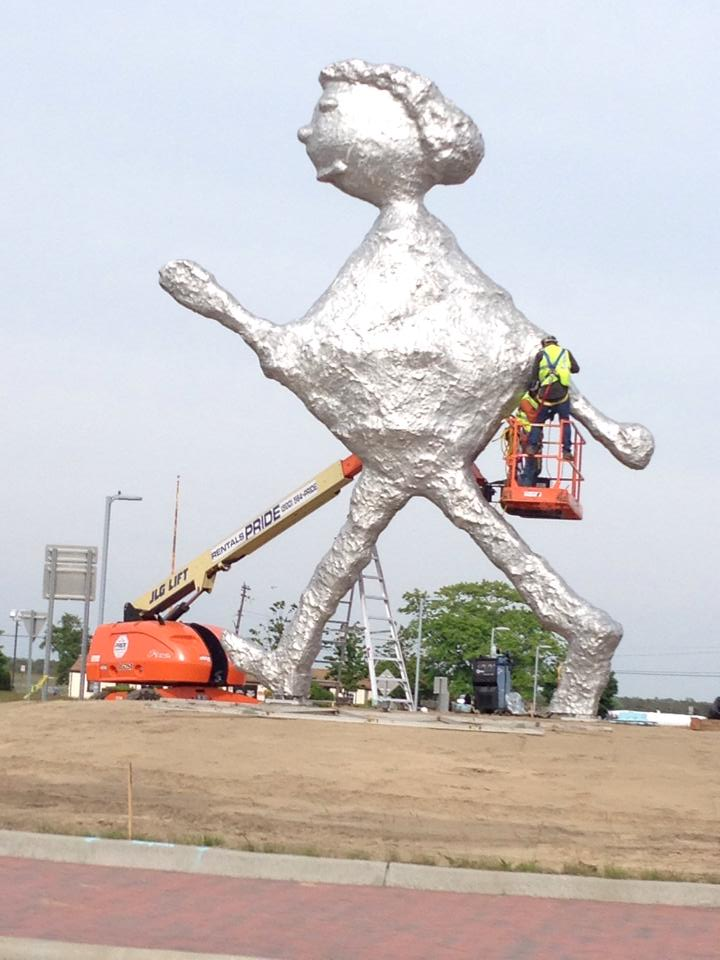 Yet Another Statue Continues in Trend of Trashing Hamptons