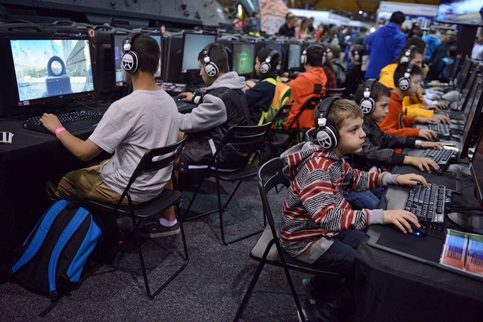 Study: Kids Who Play Video Games For an Hour a Day Are Happier, More Social