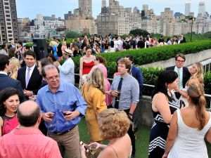 Guests enjoying the Met rooftop. (Photo: Stephen Smith/Guest of a Guest/SIPA USA)