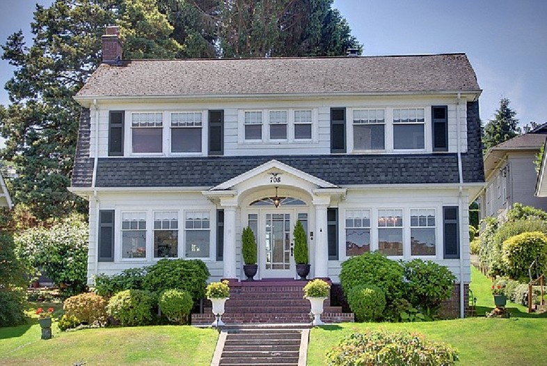 You Are Buying Laura Palmer's House From 'Twin Peaks': A Short Story