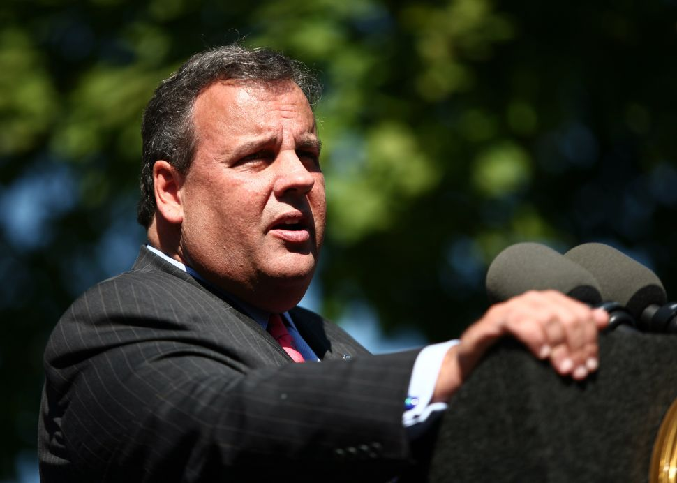 Christie – in run-up to debate – stops in Buono's district