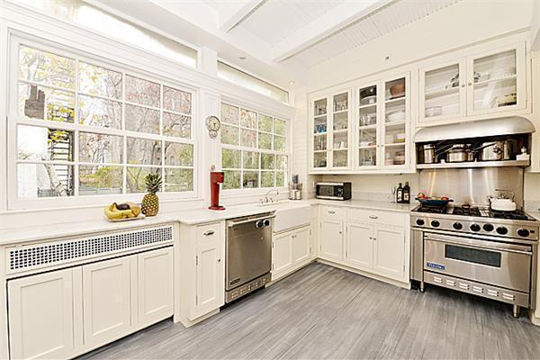 You're Standing in My Light: Financial Industry Heir Nabs Photog's Pad for $10.2M