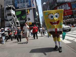 NYPD Backs bill to regulate costume characters in Times Square. (Photo:Mario Tama/Getty Images)