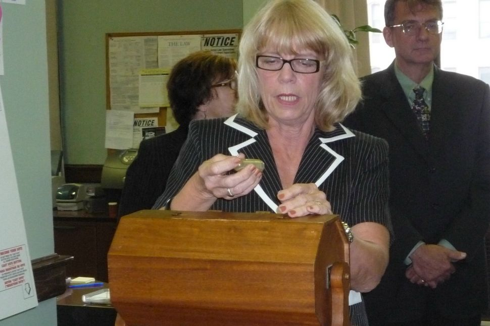 Smith lands advantageous position in clerk's ballot drawing