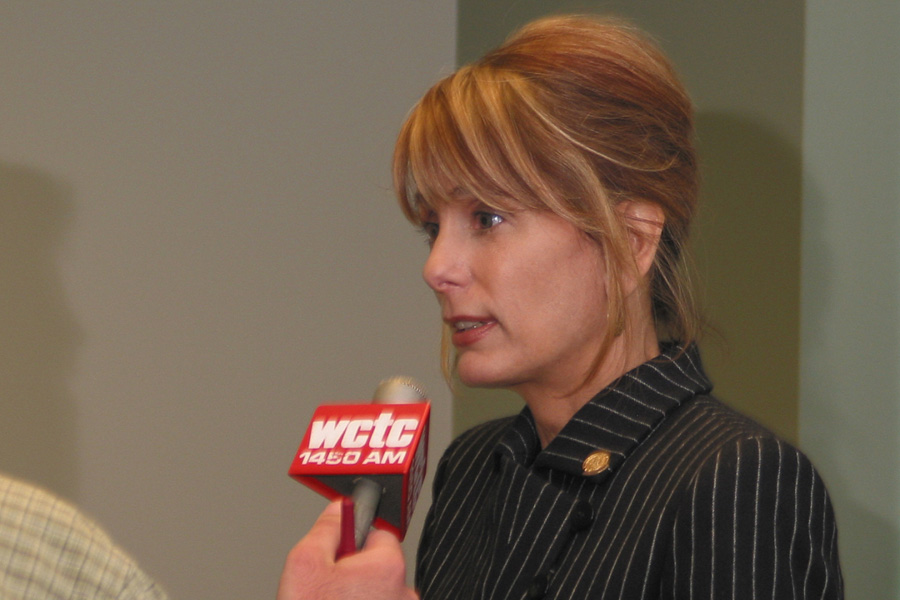Buono goes after Guadagno