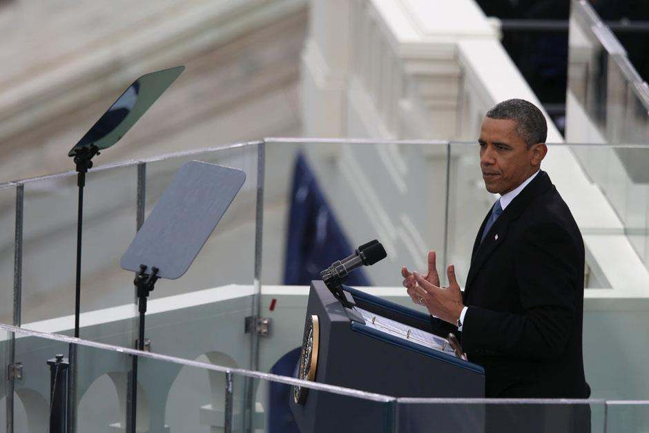 Obama assumes oath of office on National Mall