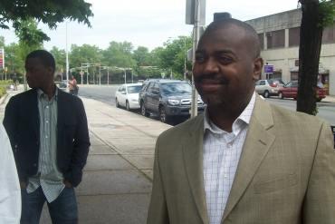 Mayoral candidate Baraka and Newark's council back Booker for Senate