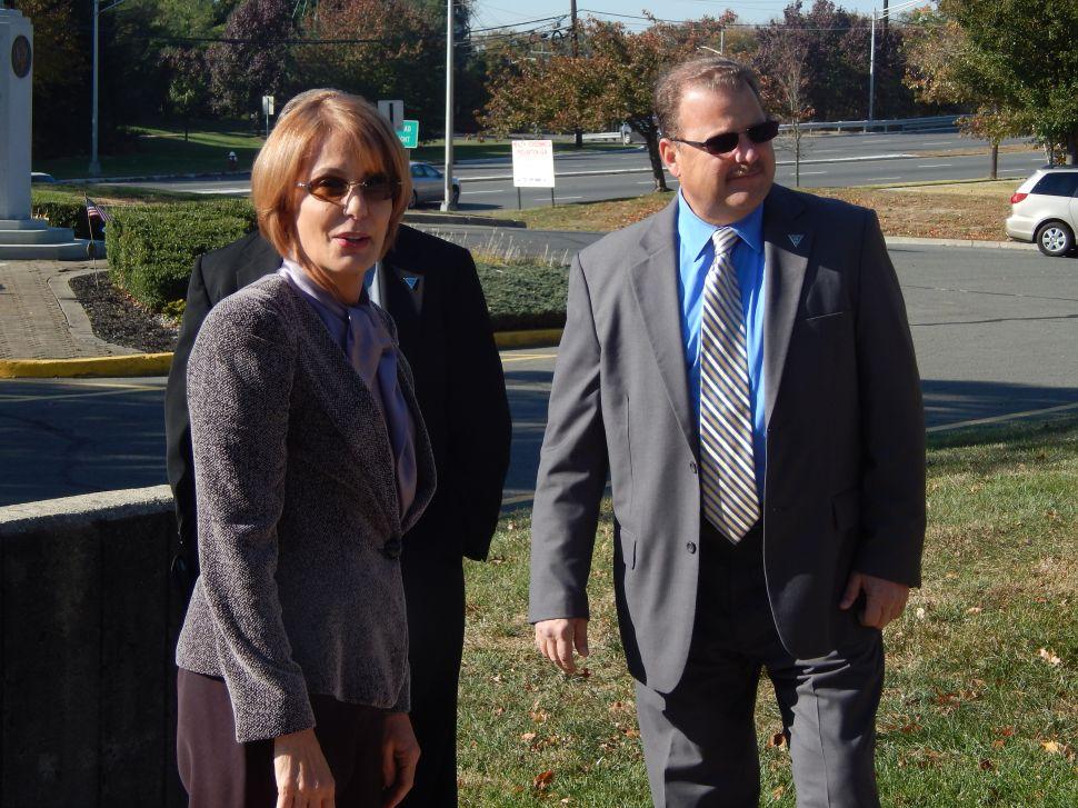 Quinnipiac: Christie leads Buono 61-33%
