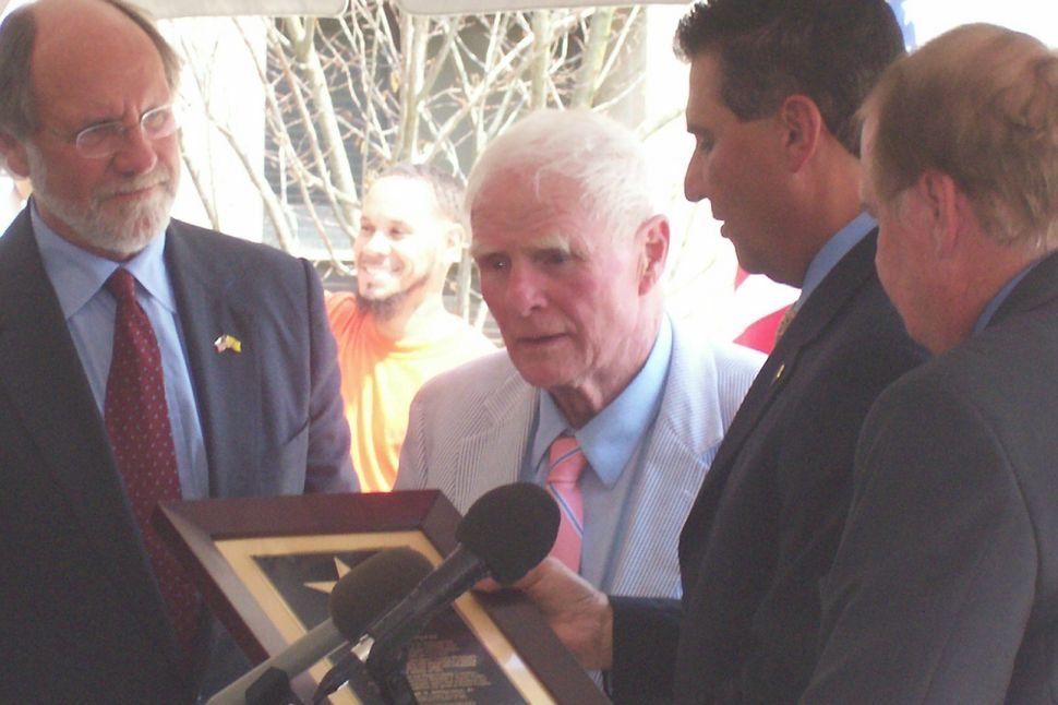 Byrne 'bothered' to be honored for honesty