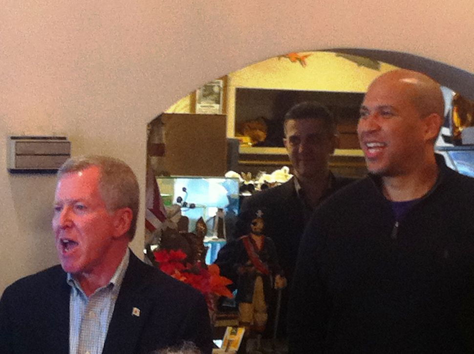 Booker boosts Bergen Dems during statewide swing