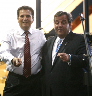 DiVincenzo attends town hall as Christie takes shots at Democratic Legislature