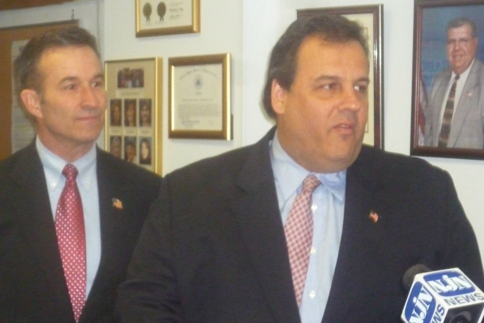 Murphy endorses Christie for governor