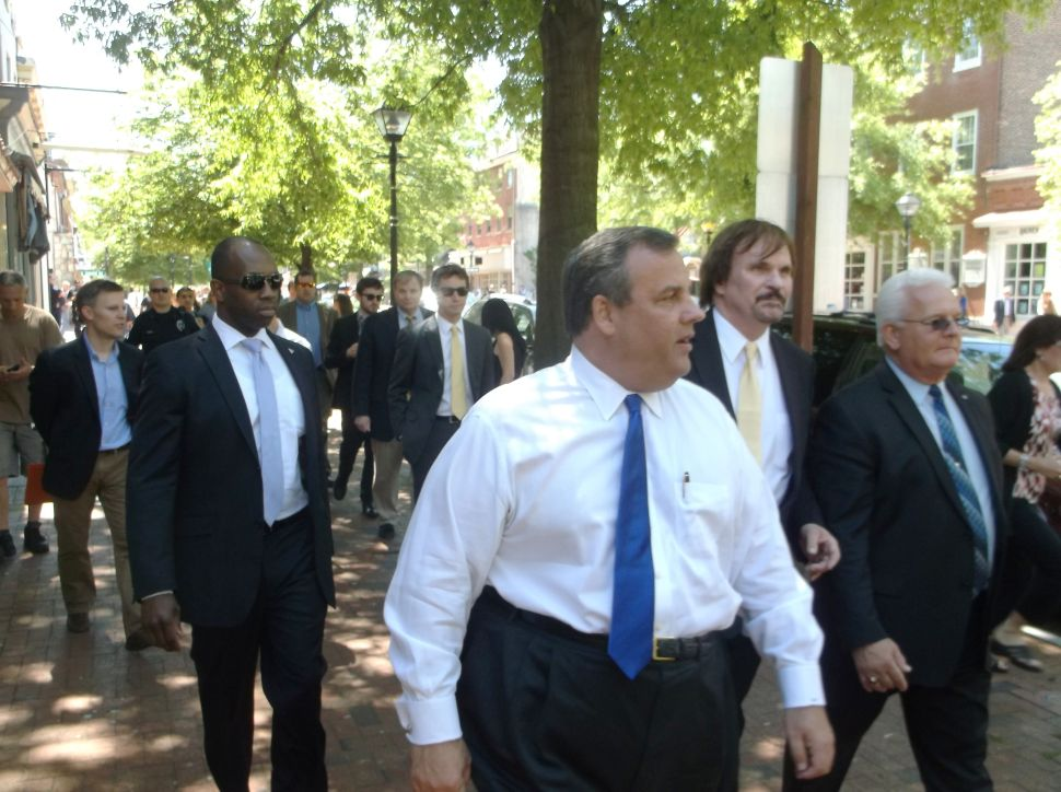 Christie criticizes Obama for lack of assertiveness in face of AP/IRS stories