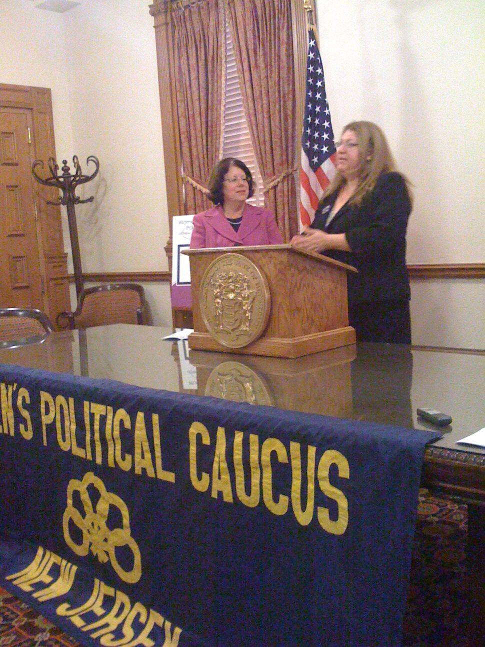 Women's caucus backs Greenstein