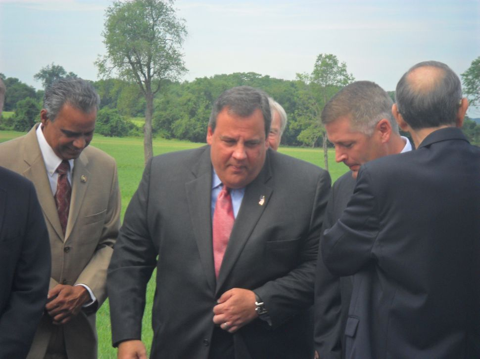 GOP polling in hot districts shows Obama lagging Christie in support