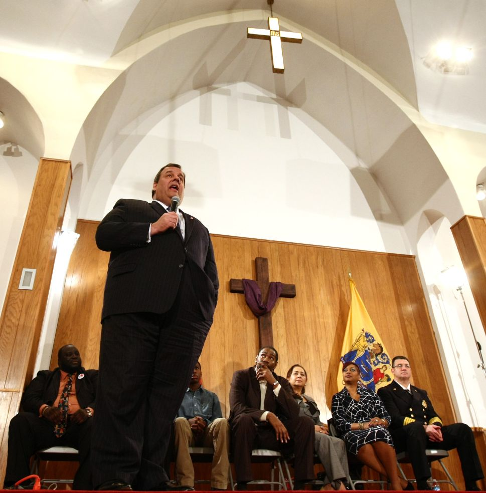Pastor: Christie owes Oliver and Paterson an apology