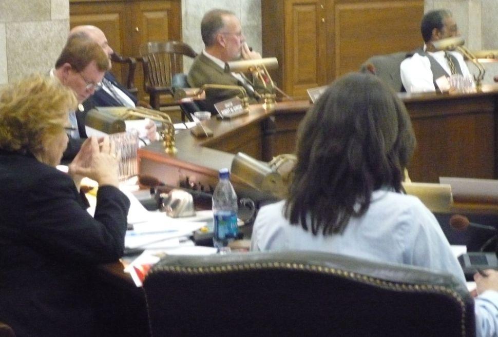 Senate committee advances veto on medical marijuana regs