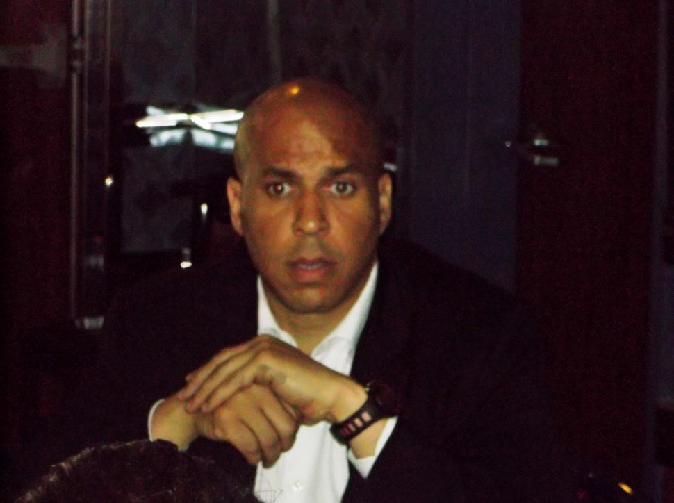 In diner with working class types, Booker lights into Lonegan over Rand Paul endorsement