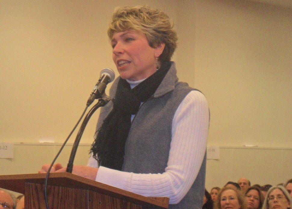 Stung by budget committee vote, Buono crowd drills Christie's education agenda