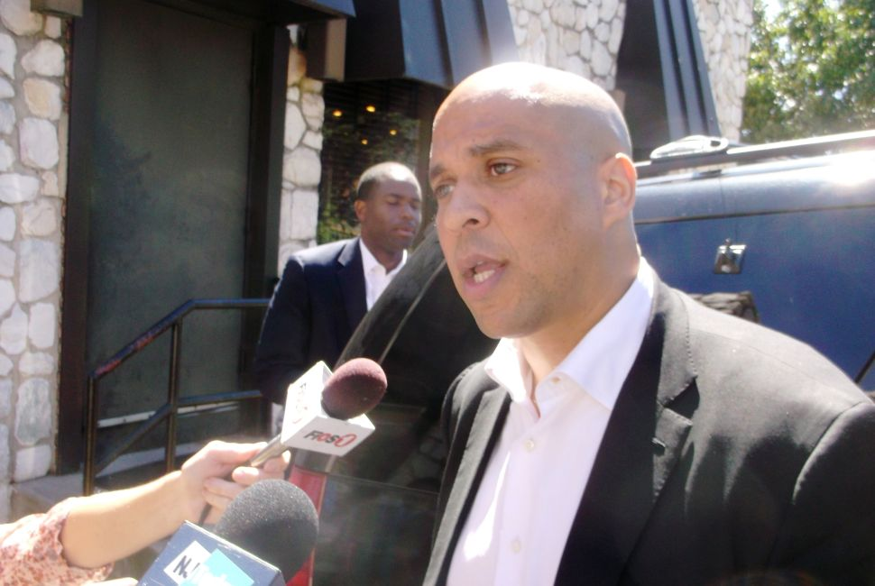 Spokesman says that as a candidate, Booker lacks information on Syria strike
