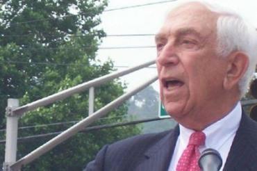 Lautenberg endorses Healy in tight J.C. mayor's race