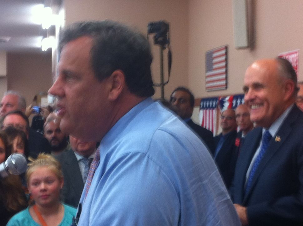 "Christie in Hackensack: GOP can ""turn this blue state red"""