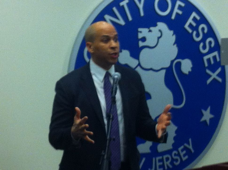 Booker looks to Senate re-election run instead of potential gubernatorial bid, praises Holt