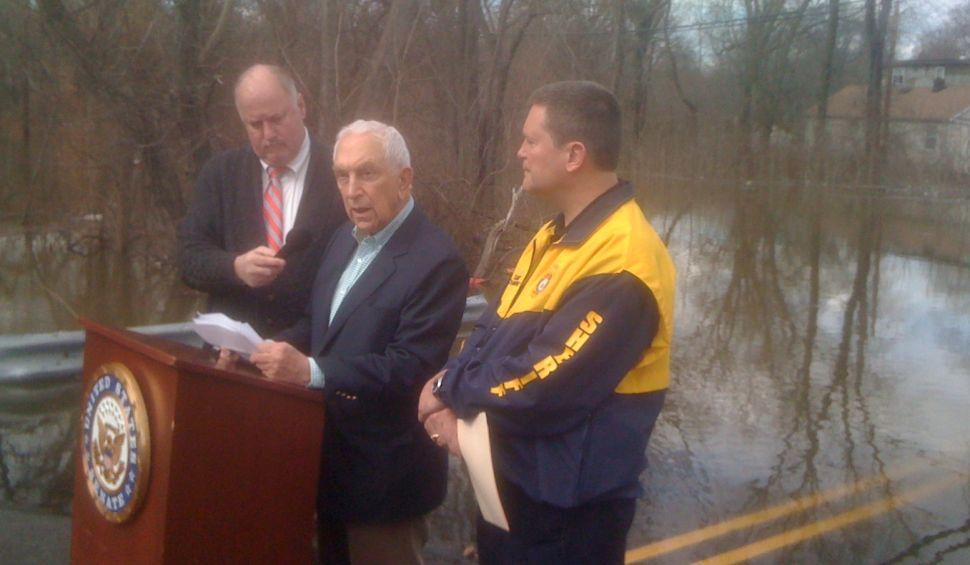 Lautenberg: Flood relief waiting on Christie