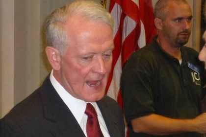 Lance smothers Larsen in CD7 money game