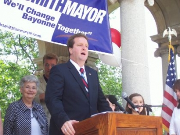 Smith announces his re-election bid at the Chandelier