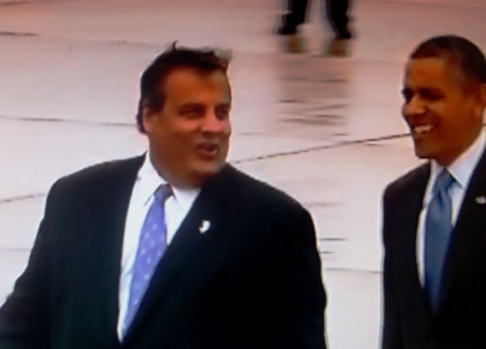 Christie meets Obama on the tarmac