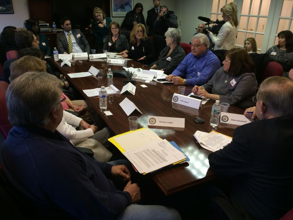 Menendez meets with Sandy survivors before Senate hearing on recovery issues