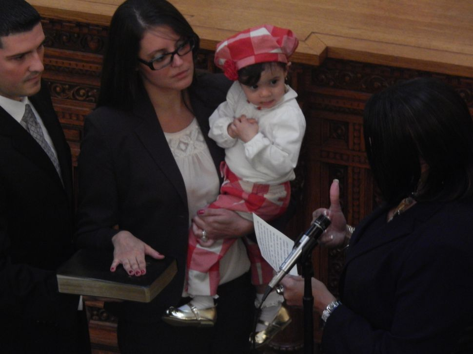 Pintor Marin takes the oath of office in the Assembly
