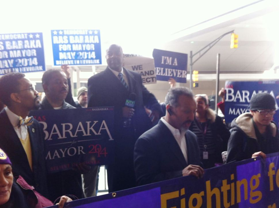 Newark Airport workers protest low wages; Baraka shows support