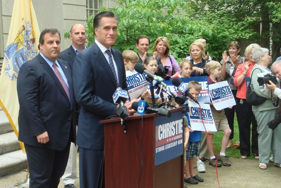 Romney lauds Christie as a conservative