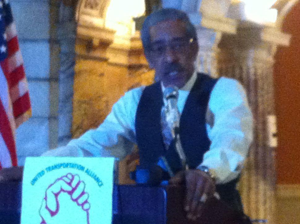 CWA announces taxi driver labor organization drive in Newark; mayoral race nod next week