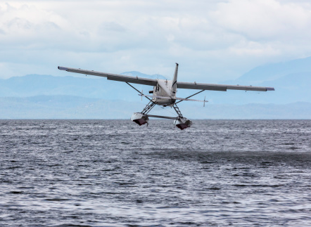 Wealthy New Yorkers Anticipate LIRR Strike, Book Seaplanes