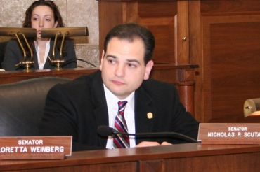 Scutari targets Kwon's party affiliation