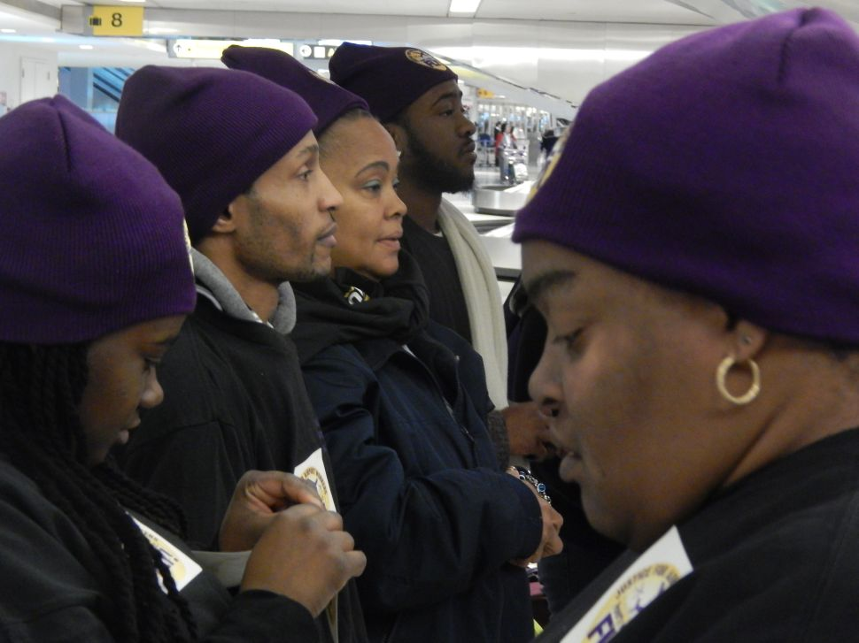 SEIU 32BJ joins Newark Airport workers for holiday protest over wages, work conditions
