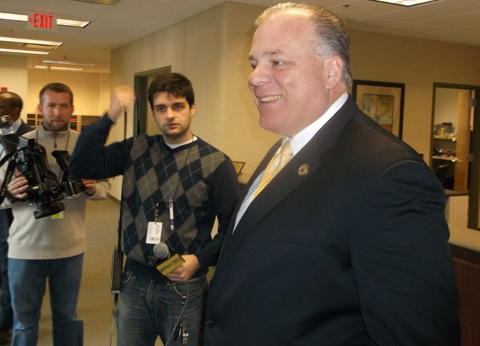 Sweeney joins Currie in denouncing Stack's flier
