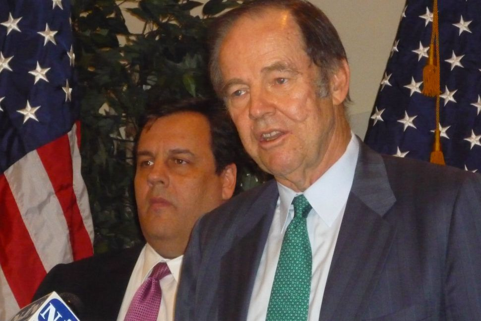 Christie stands with Kean – but says he won't campaign with Bush and Ashcroft