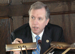 Wisniewski collects petitions in Woodbridge