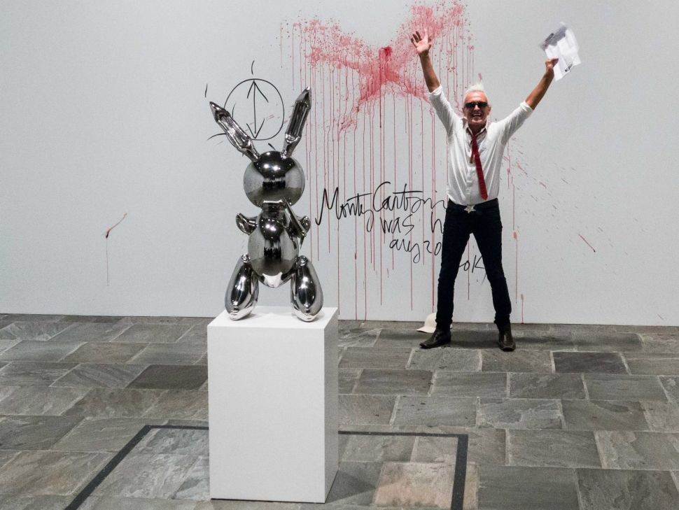 Bizarre Performance Artist Vandalizes Jeff Koons Exhibit
